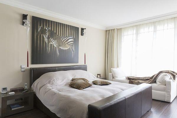 床头柜怎么选 床头柜怎么搭配房间